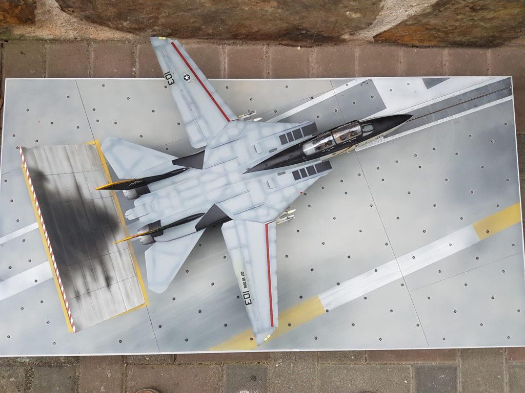 Thomas Langenbach / F-14B Tomcat mit Blast Detection Shield auf der Nimitz / Trumpeter / 1:32