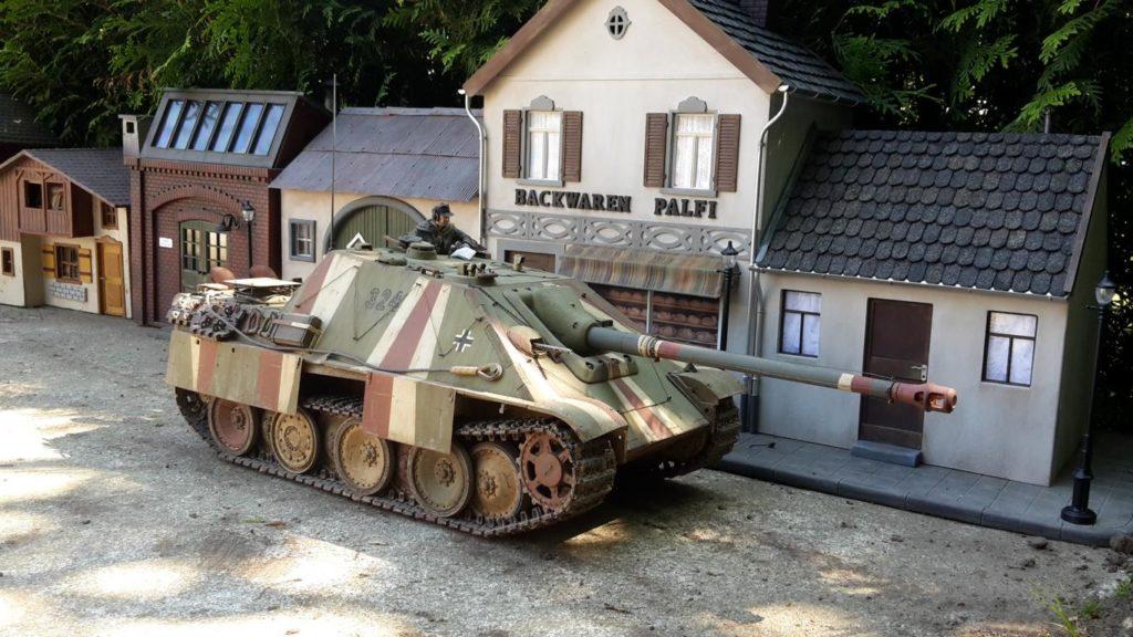Michael Palfi the-tanking-people / Später Jagdpanther / 1:16