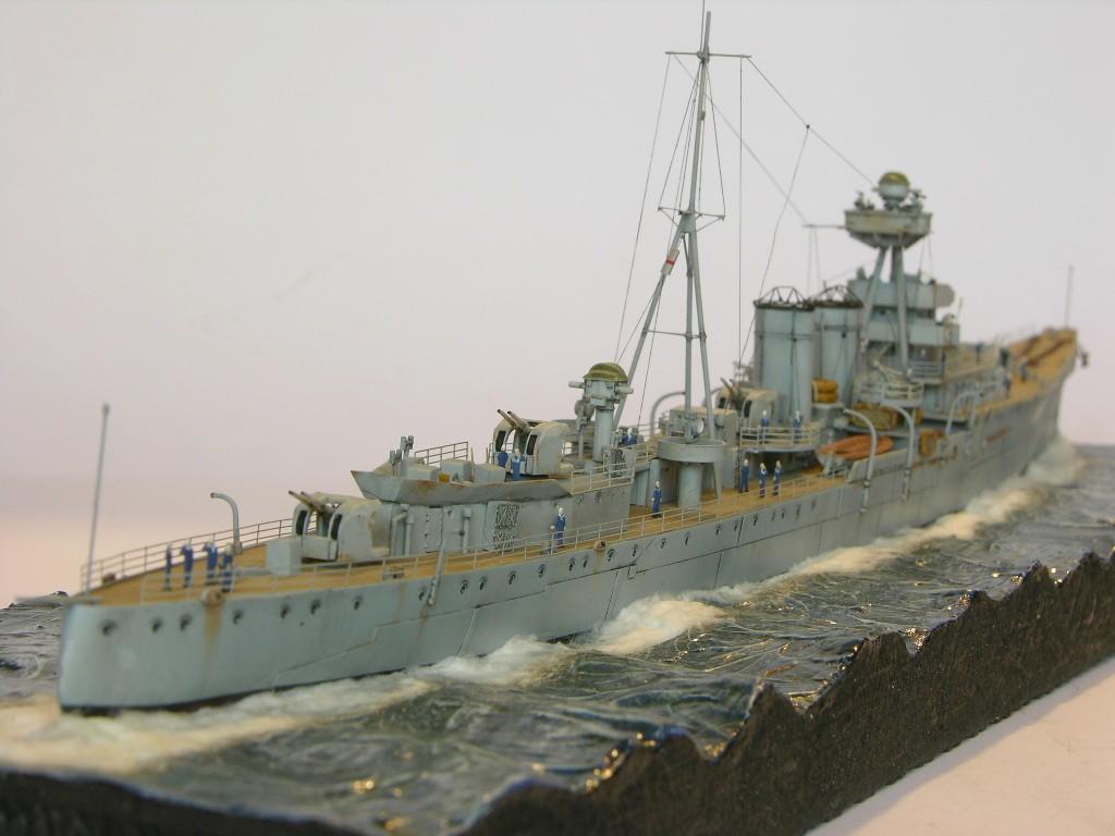Andreas Martin / leichte Flak-Kreuzer HMS Calcutta / 1:350 / Trumpeter